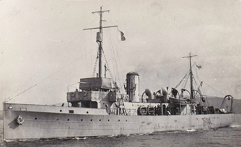 1919 to 1923 - CAMBERLEY - Hunt Class Minesweeper - 710 tons - 70.0 x 8.5 - 1919 Bow, MacLachlan & Co., Paisley - 1x4in. - 16 knots - 07/23 sold for breaking.