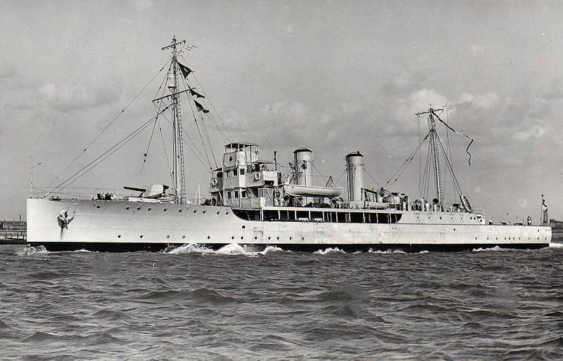1915 to 1935 - HELIOTROPE - Azalea Class Minesweeping Sloop - 1250 tons - 81.6 x 10.2 - 1915 Lobnitz & Co., Renfrew - 2x4.7in., 2x47mm - 17 knots - 01/35 sold for breaking.
