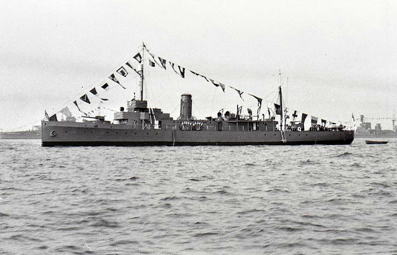 1918 to 1947 - LYDD (N44) - Hunt Class Minesweeper - 710 tons - 70.0 x 8.5 - 1918 Fairfield Shipbuilding & Engineering, Govan - 1x4in. - 16 knots - 09/39 Palestine, anti-immigration patrols, 02/40 5th Minesweeping Flotilla, Harwich, 05/40 Operation Dynamo, 06/40 resumed flotilla duties, 11/41 4th Minesweeping Flotilla, North Western Approaches. 01/42 North Sea, 08/42 South Western Approaches, 03/44 Operation Neptune minesweeping duties, 08/44 Devonport for repairs, 04/45 to Reserved, repairs incomplete, 03/47 Belgium for breaking - seen here in 07/35.