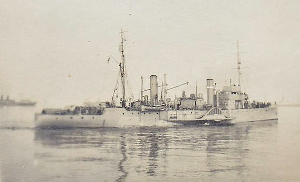 1916 to 1922 - PONTEFRACT - Ascot Class Paddle Minesweeper - 810 tons - 72.0 x 8.8 - 1916 Murdoch & Murray Ltd - 2x3in - 14.5 knots - 09/22 sold for breaking.