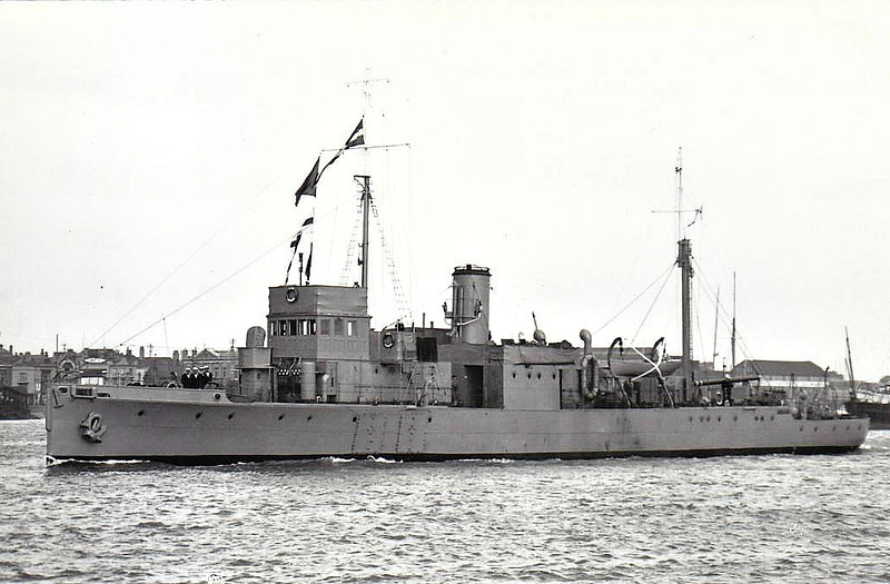 1917 to 1946 - TEDWORTH - Hunt Class Minesweeper - 710 tons - 70.0 x 8.5 - 1917 Simons Lobnitz & Co., Renfrew - 1x4in. - 16 knots - 08/23 Diving Tender, later Radar Trials Ship, 05/46 sold for breaking - seen here in 08/34.