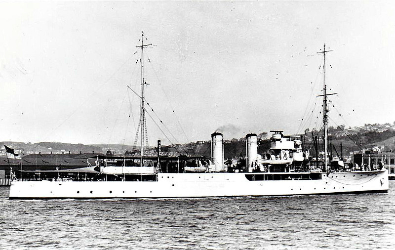 1915 to 1919 - MALLOW - Acacia Class Minesweeping Sloop - 1250 tons - 81.6 x 10.2 - 1915 Barclay Curle & Co., Whiteinch - 2x4.7in., 2x47mm - 17 knots - 07/19 to Australia, 07/32 decommisioned, 08/35 sunk as a target.