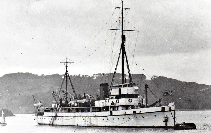1919 to 1945 - FLINDERS - Hunt Class Minesweeper - 710 tons - 70.0 x 8.5 - 1918 Simons Lobnitz & Co., Renfrew as RADLEY (1918-19) - 1x4in. - 16 knots  - 1919 converted to Survey Ship, renamed FLINDERS, 08/40 Accomodation Ship, 08/45 broken up at Falmouth - seen here in 1934.