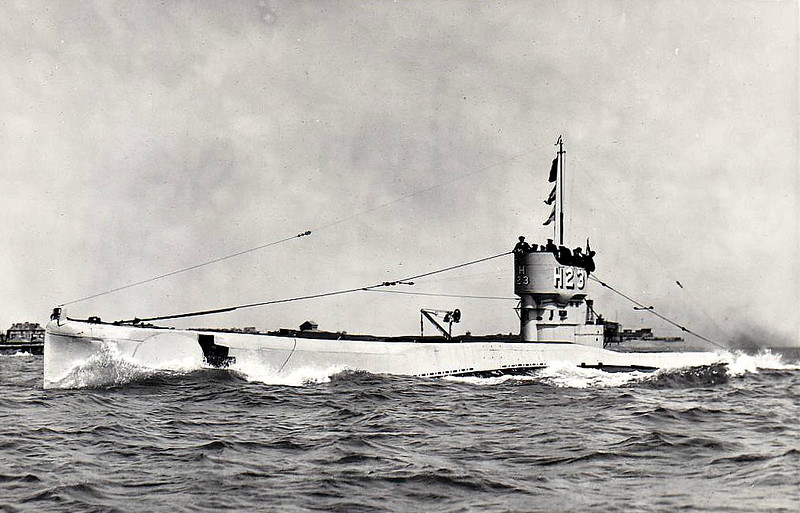 1918 to 1934 - H23 - H21 Class Submarine - 430 tons, 518 dived - 52.1 x 4.7 - 1918 Vickers Shipbuilding Ltd., Barrow - 4TT - 11.5 knots, 9 dived - 05/34 sold for breaking - seen here in 07/29.