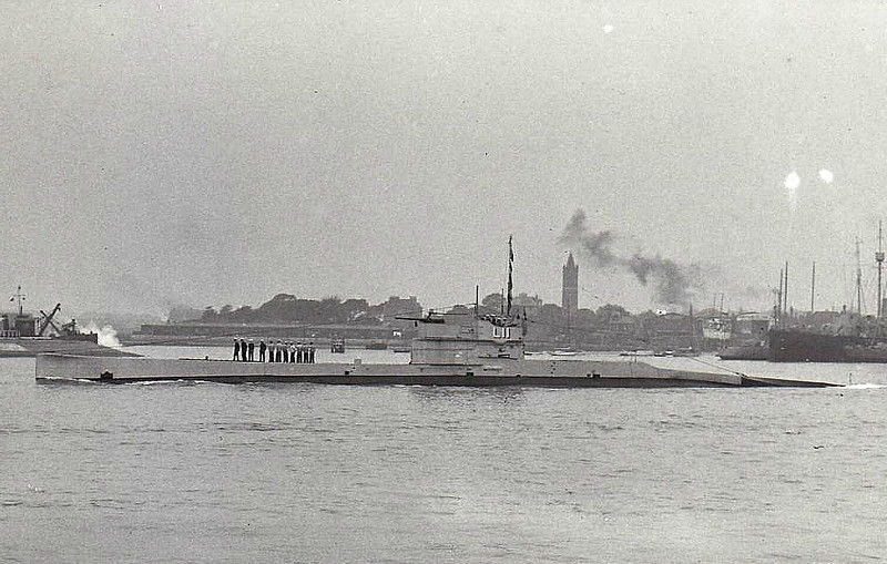 1918 to 1932 - L11 - L9 Class Submarine - 904 tons, 1091 tons dived - 69.0 x 7.2 - 1918 Vickers Shipbuilding, Barrow - 1x4in., 6TT - 17 knots, 10.5 knots dived - converted to Minelayer, 02/32 sold for breaking.