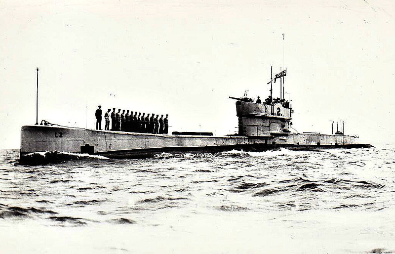 1917 to 1930 - L2 - L1 Class Submarine - 904 tons, 1091 dived - 68.0 x 7.2 - 1917 Vickers Ltd., Barrow - 1x4in., 6TT - 17 knots, 10.5 dived - 24/02/18 badly damaged in depth charge attack by US destroyers, 1919 Hong Kong, 1923 to Reserve in Hong Kong, 03/30 sold for breaking - seen here in 08/28.