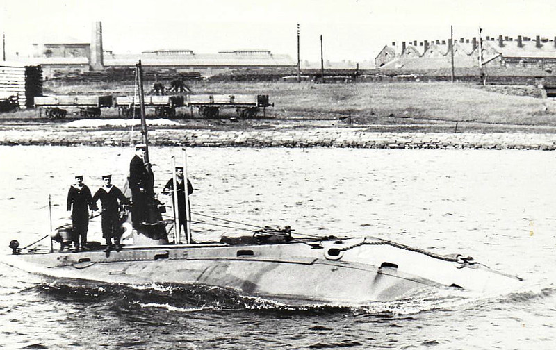 1904 to 1925 - A 2 - A Class Submarine - 190 tons, 207 tons dived - 32.1 x 3.9 - 1904 Vickers Shipbuilders, Barrow - 2TT - 10.5 knots, 7 knots dived - 1914 to 1918 harbour service at Portsmouth, 01/20 ran aground in Bomb Ketch Lake, Portsmouth and flooded, 10/25 sold for scrapping.