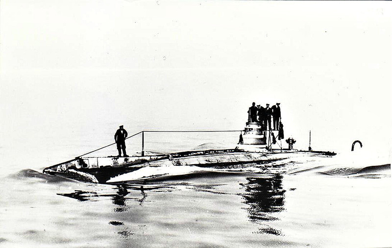 1904 to 1912 - A 3 - A Class Submarine - 190 tons, 210 tons dived - 32.1 x 3.9 - 1904 Vickers Shipbuilders, Barrow - 2TT - 10.5 knots, 7 knots dived - 05/12 sunk as a gunnery target.