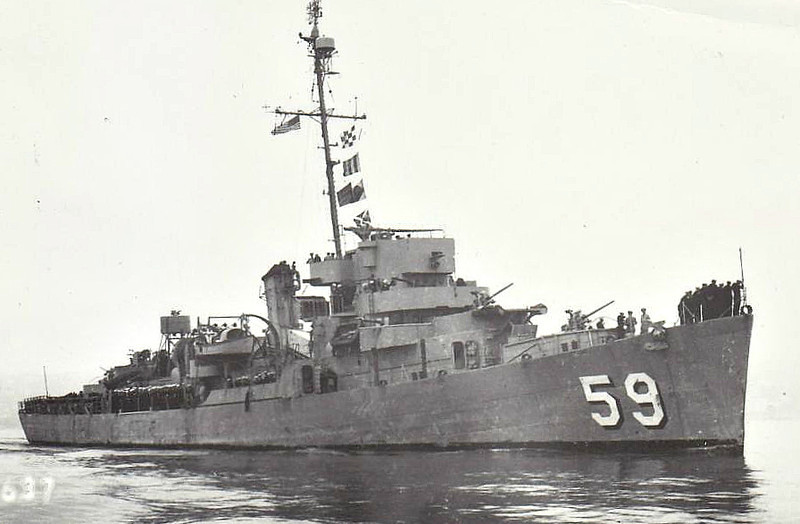 1943 to 1957 - FOSS (DE59) - Buckley Class Destroyer Escort - 1745 tons - 93.3 x 11.3 - 1943 Bethleham Steel Sorpn., Higham, MA - 1x3in., 2x40mm, 8x20mm, 3TT - 24 knots - 10/57 decommisioned, 09/66 sunk as a target of California.