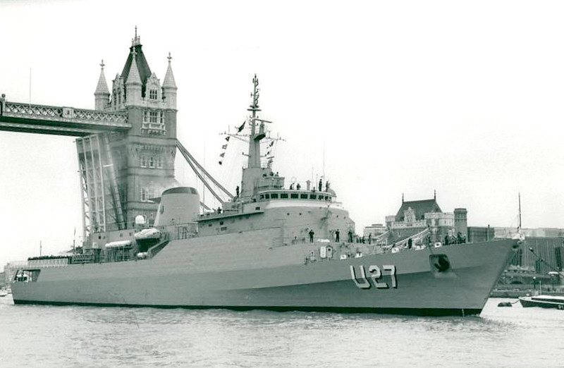 1986 to DATE - BRASIL (U27) - Brasil Class Training Frigate - 3729 tons - 131.3 x 13.5 - 1986 Arsenal de Marinha do Rio de Janeiro - 2 x 1 - 40mm, 4 x 1 - 47mm (saluting), helicopter deck - 18 knots - seen here on the Thames in 1990.