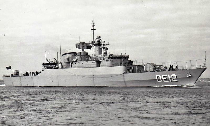 1971 to DATE - SAAM (DE12) - Alvand Class Destroyer Escort - 1540FL tons - 94.5 x 11.1 - 1972 Vosper Thorneycroft, Southampton - 1x4,5in., 4x20mm, Sea Killer SSM, Limbo, 6TT - 39 knots - 1985 renamed ALVAND - still in service - seen here on trials in 06/70.