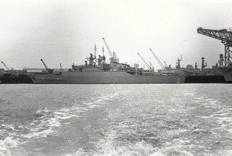 1972 to 1988 - FARAMARZ (DE18) - Alvand Class Destroyer Escort - 1540FL tons - 94.5 x 11.1 - 1972 Vosper Thorneycroft, Southampton - 1x4,5in., 4x20mm, Sea Killer SSM, Limbo, 6TT - 39 knots - 1985 renamed SAHAND - 18/04/88 sunk by Harpoon missles from USN aircraft 19nm southwest of Larak Island - seen here at Portsmouth Navy Day when new.