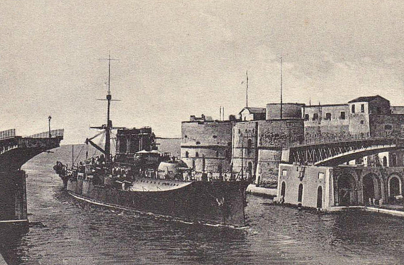 1908 to 1926 - NAPOLI - Regina Elena Class Battleship - 12833 tons - 144.6 x 22.4 - 1908 Arsenale di Castellamare di Stabia - 2x305mm, 6x203mm, 24x76mm, 2x47mm, 2TT - 22 knots - 1911/12 Italo-Turkish War, 1915/18 Great War, 09/26 sold for breaking - seen here at Taranto after removal of foremast.
