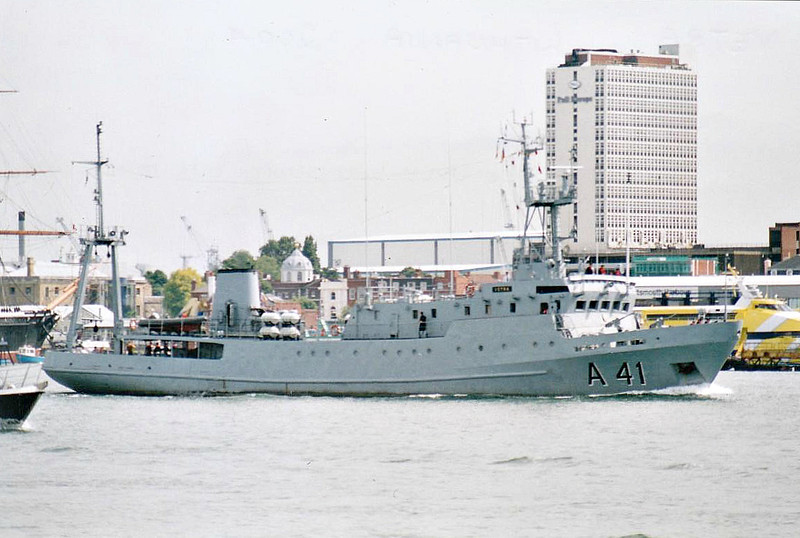 1992 to 2007 - VETRA (A41) - Valerian Uryvayev Class Command Ship - 1050 tons - 54.9 x 9.6 - 1977 Khabarovsk Shipyard - 12 knots - 1977 commissioned into Russian Navy as RUDOLF SAMOYLOVICH, Oceanographic Research Vessel, 1992 to Lithuania as VETRA (A41), 2007 decommissioned.