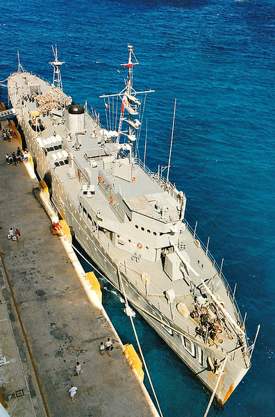 1936 to 2001 - DURANGO (B1) - Durango Class Gunboat - 2000 tons - 92.4 x 12.2 - 1936 Union Navale de Levante, Valencia, Spain - 2 x 1 102mm, 2 x 1 57mm, 2 x 2 25mm - 2o knots - 1942 rearmed: 2 x 2 - 25mm; + 3 x 1 - 20mm, 2 DCT - 2001 museum ship at Masatlan - seen here 01/00.