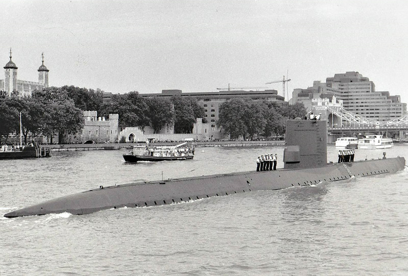 1961 to 1990 - ZEEHOND (S809) - Dolfijn Class Submarine - 1140 tons, 1848 dived - 79.5 x 7.8 - 1961 Rotterdam Drydock Co. - 8TT - 14.5 knots, 17 dived - 1990 reduced to test hulk - seen here on the River Thames, 09/89.