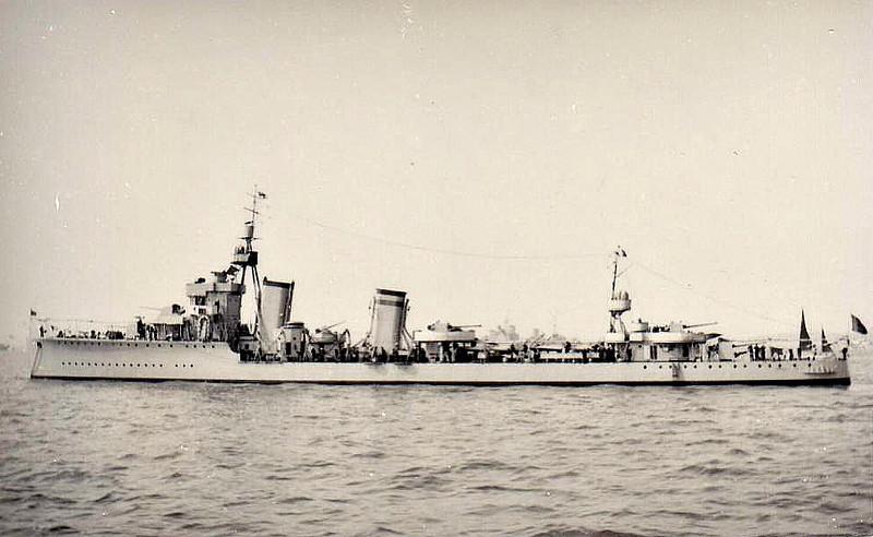 1930 to 1960 - REGINA MARIA - Regele Ferdinand Class Destroyer - 1850 tons - 101.9 x 9.6 - 1930 Cantieri Pattison, Naples - 5x120mm., 4x76mm AA, 2x40mm, 6TT - 37 knots - 1939 Convoy Escort, Black Sea, 1944 Crimea Evacuation, 08/44 taken by Soviet Union, renamed LETUCHIY, 1951 returned to Romania, 1960 decommissioned, broken up.