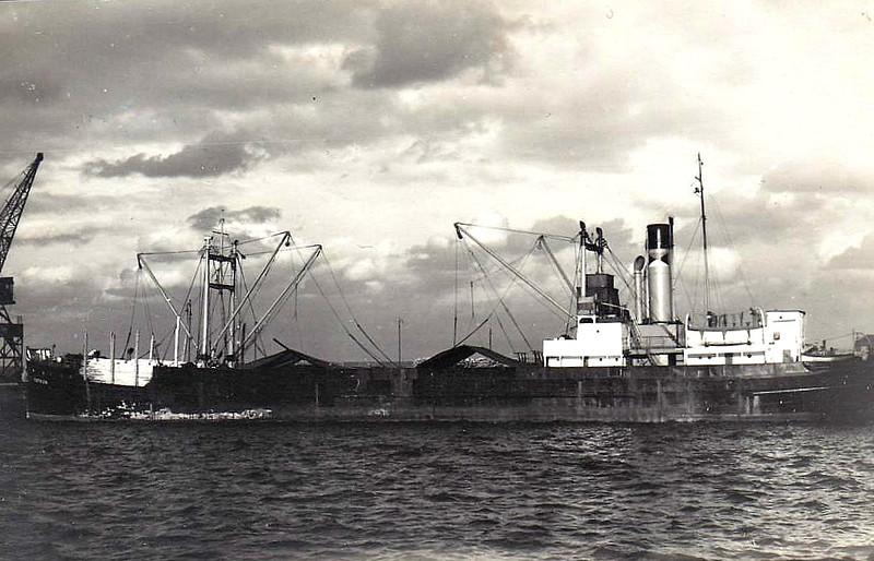 EMPIRE CONSTRUCTOR - Cargo - 1198GRT - 76.2 x 11.4 - 1922 Werft Nobiskrug, Rendsburg, No.106 as PINNAU (1922-45) - 1945 taken as a prize in Germany, renamed EMPIRE CONSTRUCTOR, 1947 ESTKON - 1959 broken up at Newport.