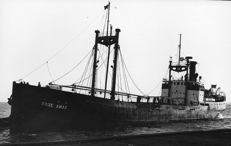 EMPIRE CONFEDERATION - IMO5175343 - Cargo - 1197GRT - 76.2 x 11.4 - 1921 Werft Nobiskrug, Rendsburg, No.104 as ELBE (GER) - 1945 EMPIRE CONFEDERATION, 1946 ZHOSE DIAS (RUS) - 1966 broken up in USSR - seen here at Hull, 12/59.