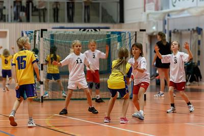 Skedsmo Jenter04 spiller håndball miniturnnering i Nannestadhallen 17. November 2012.  Kamp 3: Lørenskog - Skedsmo1: 4-4