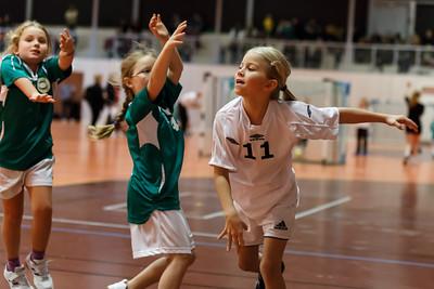 Skedsmo Jenter04 spiller håndball miniturnnering i Nannestadhallen 17. November 2012.  Kamp 1: Skedsmo1 - Enebakk: 12-3
