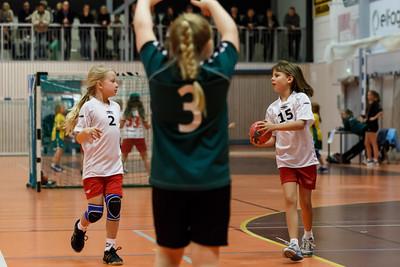 Skedsmo Jenter04 spiller håndball miniturnnering i Nannestadhallen 17. November 2012. Kamp 4: Skedsmo1 - Holter: 9-4