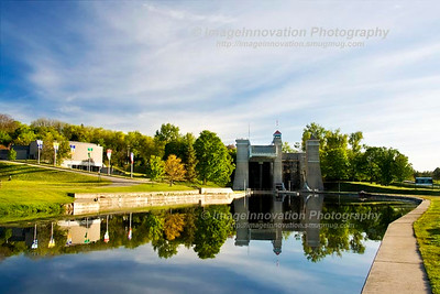 PETERBOROUGH, ONTARIO, CANADA Hydraulic Liftlock on the Trent-Severn Waterway and Visitor Centre. [liftlock_9702]