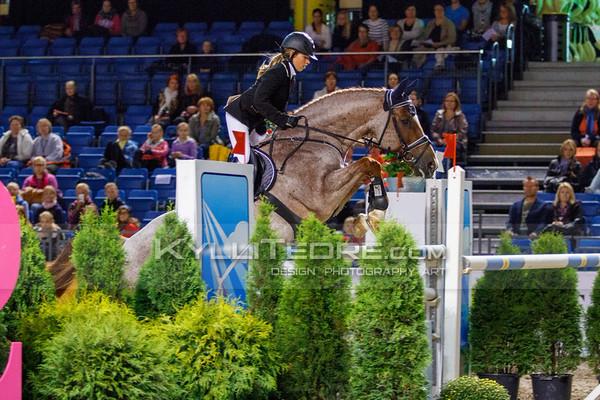 Stella-Ingrid LIINAM€E - CALIMERO VON CIMELY @ Tallinn International Horse Show 2014, Sunday: Young Riders, 130 cm presented by Avis Liising. Foto: Kylli Tedre / www.kyllitedre.com