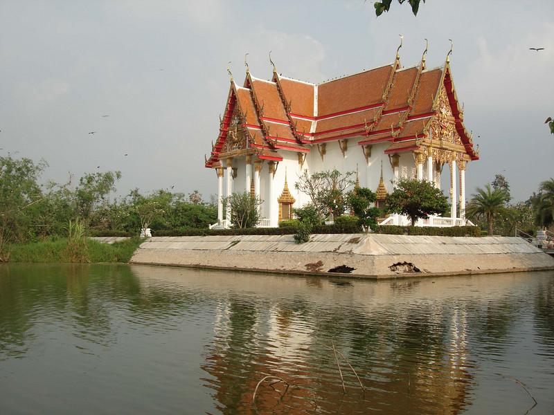 "Wat Phai Lom near Bangkok <div id=""caption_tourlink"" align=""right""> [photo © guide Rose Ann Rowlett]</div>"