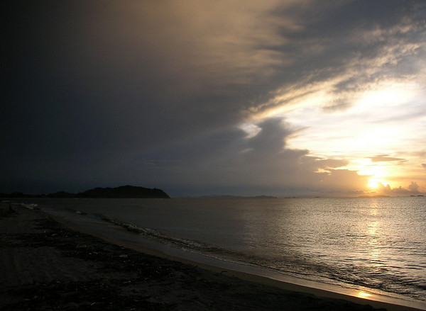 "Sunset on a Tela beach. <div id=""caption_tourlink"" align=""right""> [photo © participant Dominic Sherony]</div>"