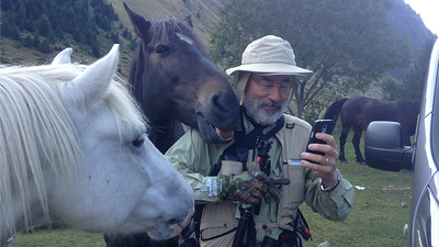 Participant Wolfgang Demisch drew the attention of some locals...or was that horse just photobombing Wolfgang's selfie? (Photo by participant Marybelle Payne)