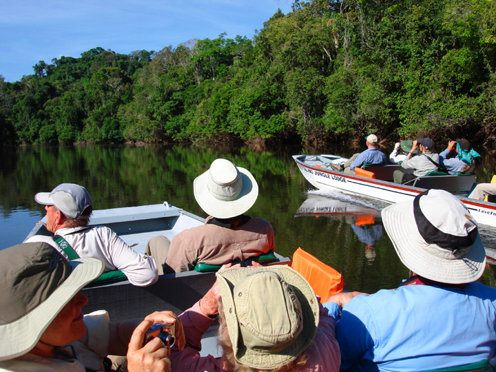 "Boating along the Rio Cristalino<div id=""caption_tourlink"" align=""right""><br>[photo © Bret Whitney]</div>"