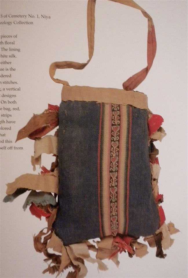 Woolen mirror bag with silk decoration page 203