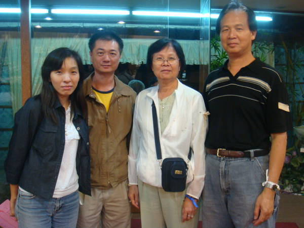 Here are the united front of 2 families. L to R: sister Wen Sho and her friend; our #1 sister and #5 is the 2nd brother.