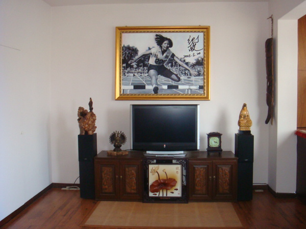Her living room with that famous jump paiting when she was only 16