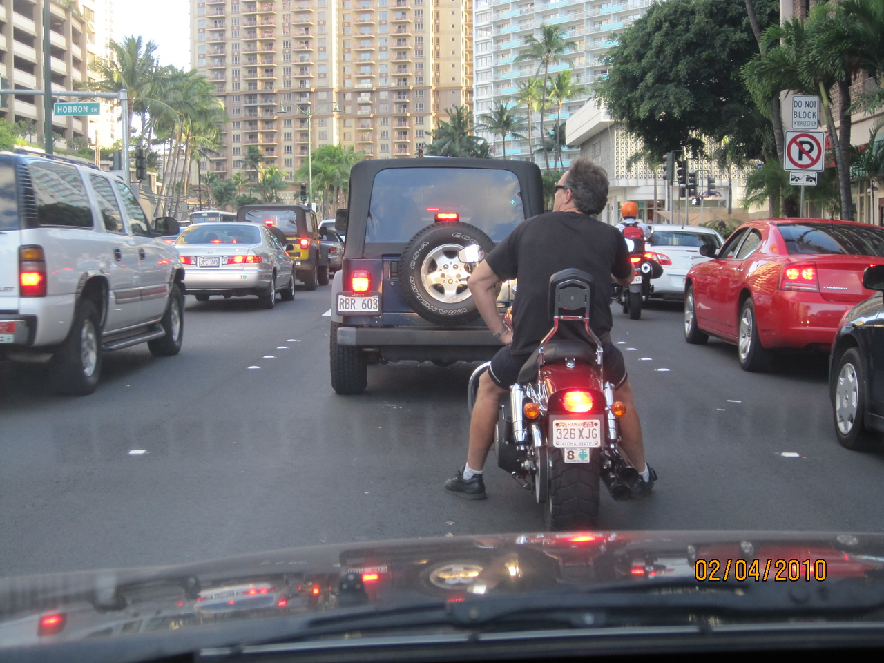 who is that guy in front of me... after feeding the fish at Ala Moana Park..