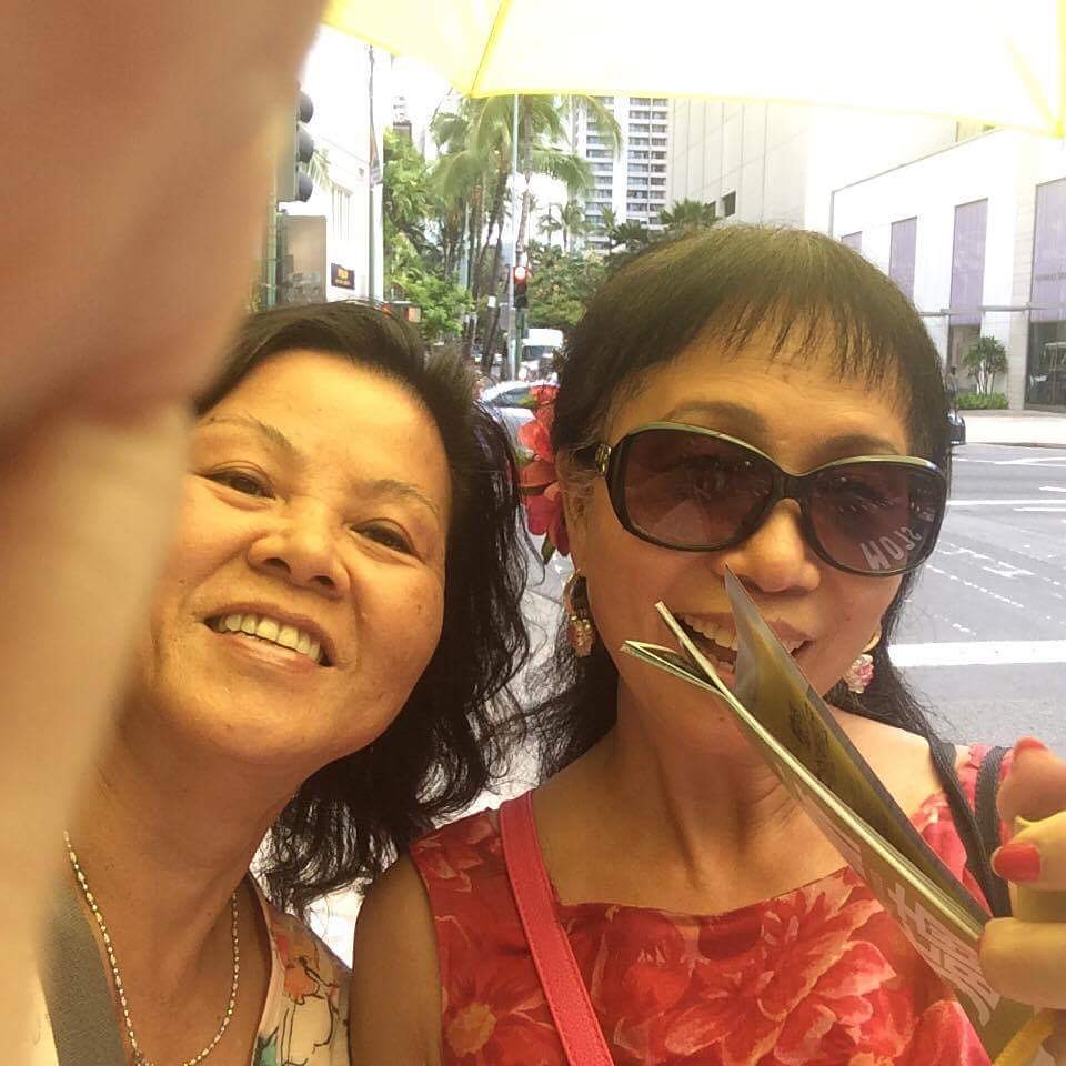 101116 with sister LC at Halekulani... oh maybe not.. on the street!
