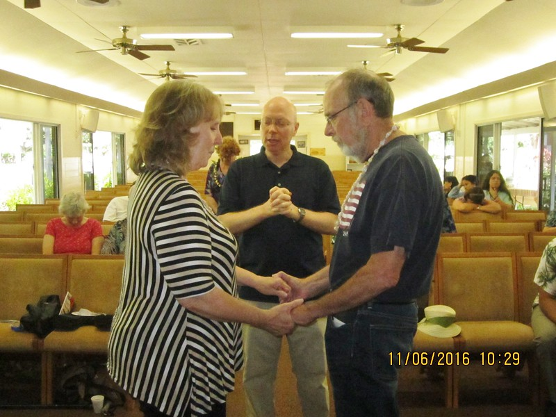 This couple renew their vowl at the same chapel where they married 46 yrs ago..