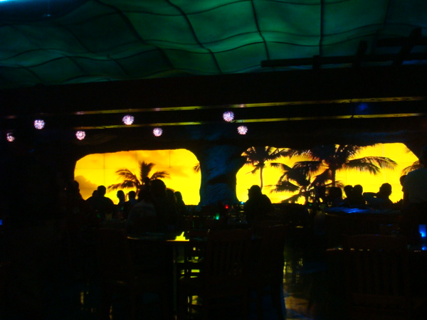 then we went to Jimmy Buffett for late dinner @22:00