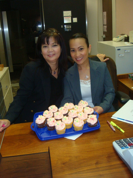Nenette and Pia posed with cup cakes.. nice photo..