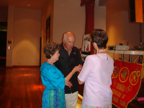 053109 Sunday, visiting dancers Roger and Sherry from Palm Springs, CA.
