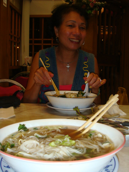 Tuesday 060209 at a Vietnamese noodles shop.. yeah, eat out all the times.. Life is good to share with buddy...