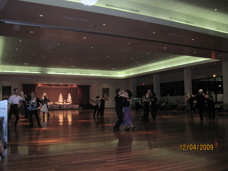 early evening.. not too crowded.. more than 400+ attended $20.00 each person.