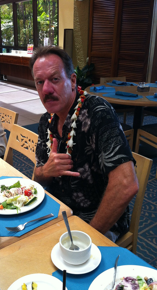aloha... and hang loose! 2nd hand lei from me, and later to a lovely lady...