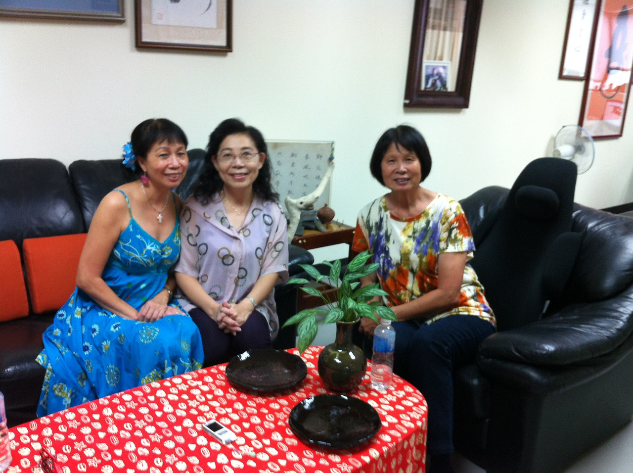 SJ - Hui Zhen - #2 sister... all 3 of us looked great!
