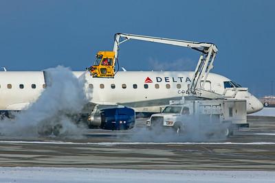 SkyWest Airlines Embraer ERJ-170-200LR N255SY 12-12-20