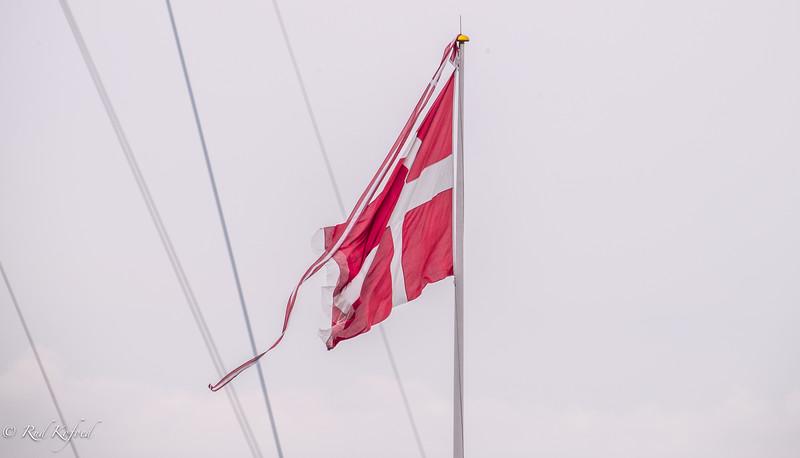 Der blev flaget for Sletten Cup, så det var en lyst - både med vimpel og Dannebrog i fuld størrelse - og samtidig!