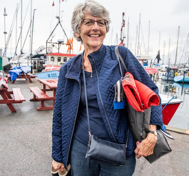 Sletten Bådeklubs formand, Eva Hofman-Bang, var klar med gummistøvler og redningsvest til vagten på Knud Sants dommerbåd