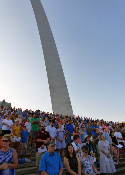 Mass-goers under the Arch