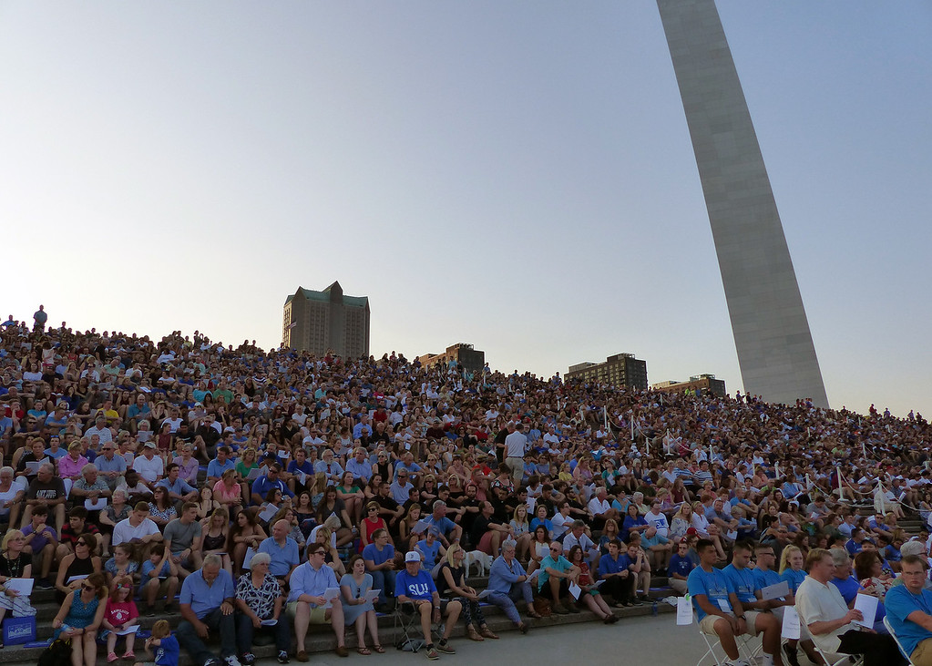 The Crowd under the Arch